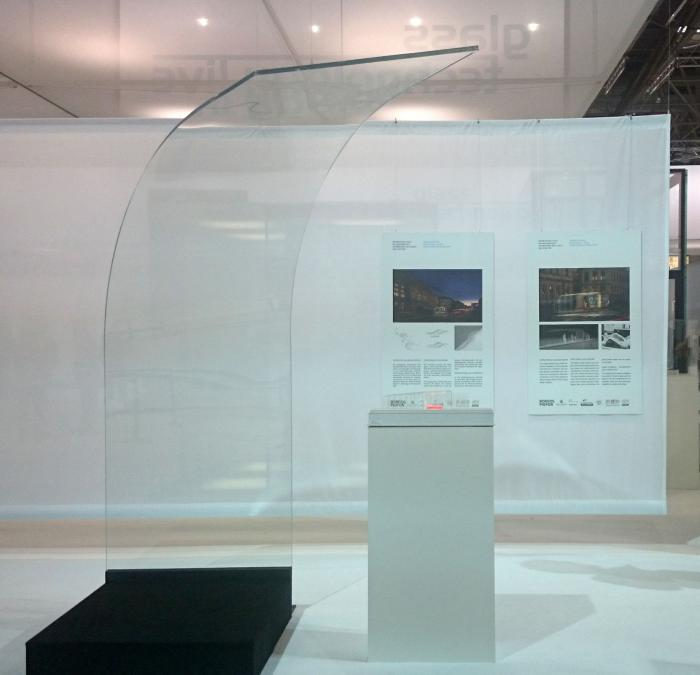 Glass Shelter Bus innovative red dot exhibition SQ